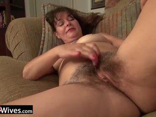 USAWives prime Lori Leane masturbating alone