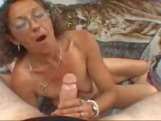 Moden bestemor Munnsex